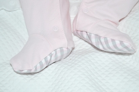 Pijama rosa abertura delantera con bolsillos y pies de cuadros de vichy