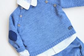 Camisa de lunares azul marino
