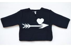 Jersey de punto con dibujo de flecha en el pecho de niña