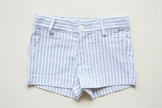 Pantalón corto niño de rayas beige y blancas