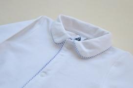 Pijama-buzo de primavera con vivo en el cuello y bolsillos de rayas