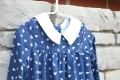 Vestido azul marino con estampado de ositos y cuello blanco