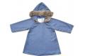 Vestido gris azulado con mini topitos metálicos y capucha con pelo de zorro