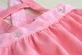 Falda con tirantes colorete